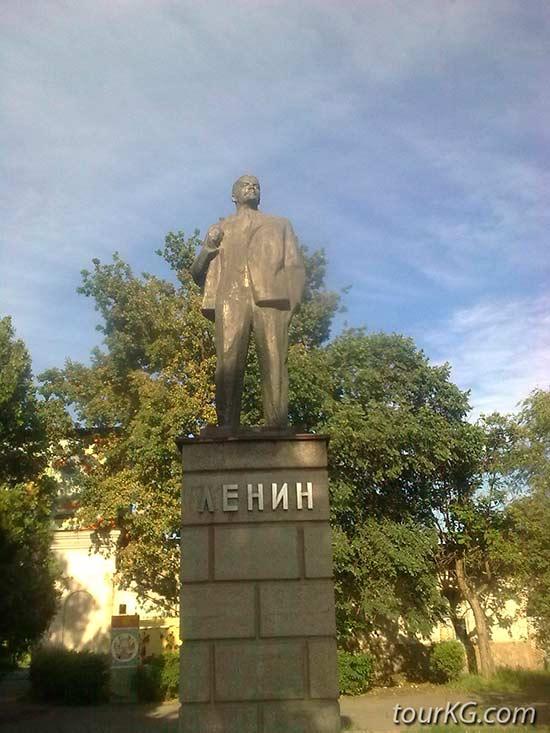 памятник Ленину в городе Бишкек