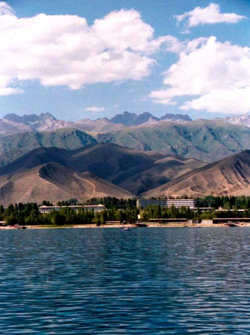 Фото на прибрежные горы Иссык-Куля