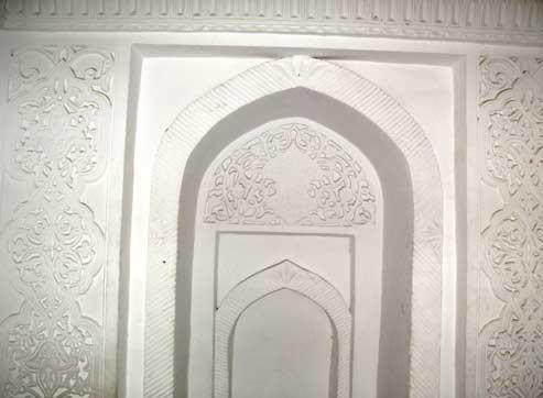 Орнаментальные узоры внутри мечети