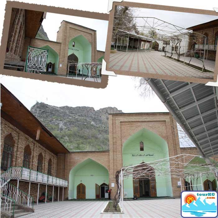 Мечеть Рават Абдуллахана - внутренний дворик